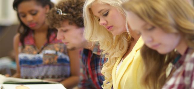 Pôžičky pre vysokoškolských študentov poskytuje viacero bánk a nebankových spoločností.